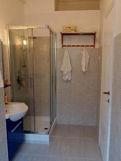 Bathroom in Violet Room