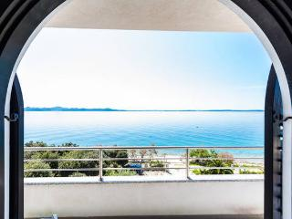 Villa Mirella - apartment for 6, right at the sea!