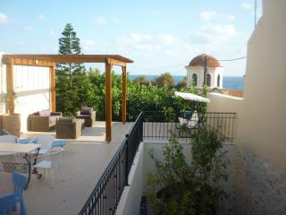 Aphroditi Apartment in Villa Aposperitis, Panormo, Panormos