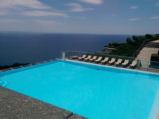 Costa Plana, Cap d'Ail - Apartment,sea-view+parking+swimming pool - 4/6 guests