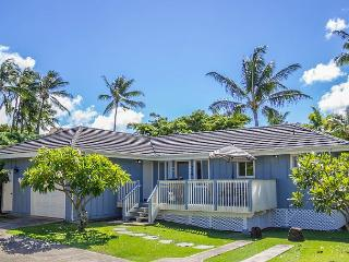 Hale Loke Cottage, 2 Masters, A/C, Use of resort pool & spa, steps to beaches, Koloa
