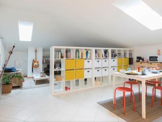 Comfort and design attic in Milan close to Navigli, Milán