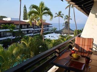 Casa de Emdeko 327- Top Floor Ocean View - AC Included!, Kailua-Kona