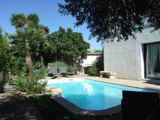 Spacious 3 Bed  Villa + Pool in Quaint Village, Nezignan l'Eveque