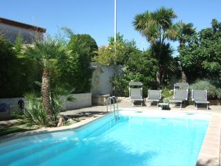 Spacious 3 Bed  Villa + Pool in Quaint Village
