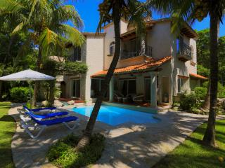 All in one Villa! Location, Beach, Nature, Privacy, Security, Shopping