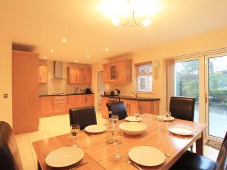 Delux 3 Bed Town House Sleeps 6, Kenmare
