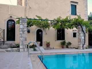 Old  village  house  with sharing  pool -dream 2, Almyrida
