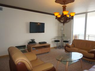 SPACIOUS 2 BED 2 FULL BATH CONDO ON THE BEACH, Hallandale Beach