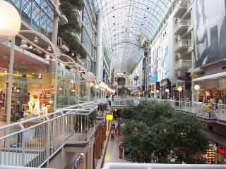 TORONTO EATONS CENTRE BEST LOCATION COZY,LUX CONDO, Toronto