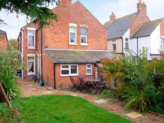 ACACIA HOUSE, enclosed garden, pet-friendly, child-friendly cottage in Weymouth, Ref. 912573