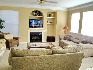 Beautiful 3 Br / 2 Ba Condo at Legacy Villas