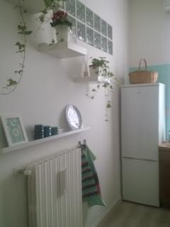 Comoda cucina ricca di ogni comfort, stoviglie, lavastoviglie, lavatrice. Aria condizionata