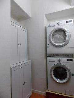 The utility/laundry room with the washer and dryer
