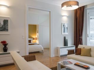 Paulay Premium Suite Opera, WiFi, AC, 2 BR, 2 BA on 90 sqm. next to Opera, Boedapest