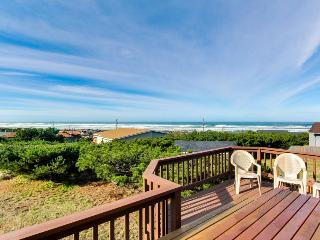 Breathtaking ocean views, seasonal pool, and a game room!, Waldport