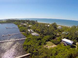 Seagrape Escape!   Bayview Beauty + FREE Kayaks!, Little Gasparilla Island