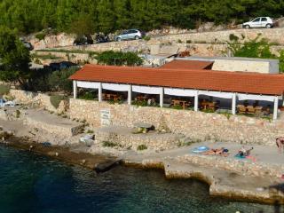Holiday villa by the sea, Brusje