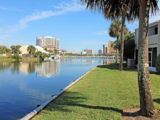 Shoreline Towers Townhouse 4-3-3BR*10%OFF April1-May26*Lakefront Townhom, Destin