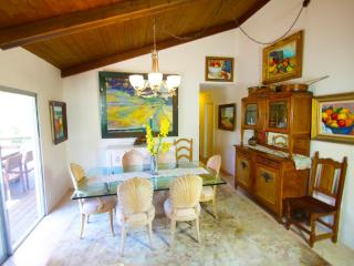 Nature Property, Huge Land Parcel, Huge Balcony with Views Kids & Dogs Haven, Santa Barbara