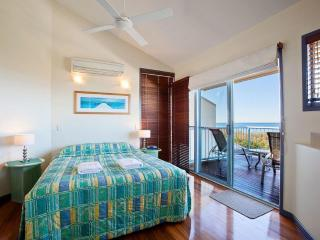 Castaway Cove 3 Bedroom Beach House, Noosa