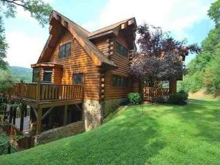 Private Beautiful 4100 Sq Ft Luxury Cedar Log Home, Gatlinburg