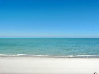 Beachfront condo w/ panoramic ocean views, heated pools & tennis courts, Marco Island