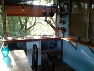 2 rooms with kitchenette private bath, hot shower, Santiago de Puriscal