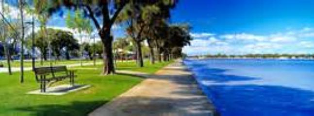 Mandurah Foreshore - 5 minute stroll from villa