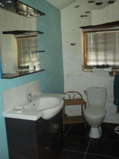 Bathroom with washbasin unit, toilet, heated towel rail