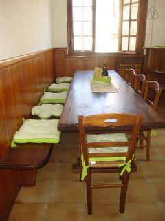 tinello con grande tavolo