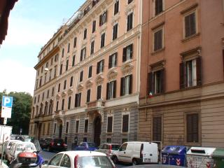 Apartment for 6 w terrazzo in historic Via Cernaia