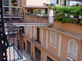 Apartment for 2 w Terrazzo in historic Via Cernaia, Rome