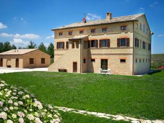 Villa Marchigiana - Luxury Villa with private pool close to the white sandy beaches , Marche Treia