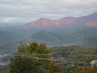 Million Dollar View! Smokies Sarah's Bear Heaven, Gatlinburg