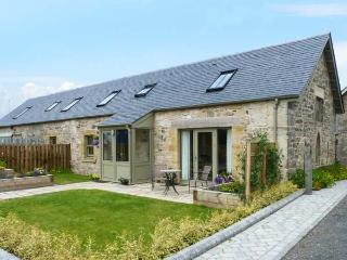 MUIRMAILING COTTAGE, flexible sleeping arrangements, underfloor heating, child-f