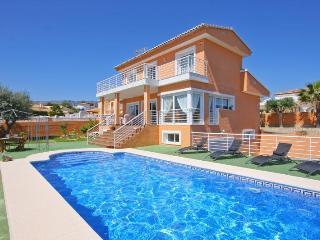 VILLA SEGOVIA: private pool, 10 min walk to beach, Calpe