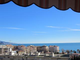 Grand appartement Menton  5 pieces 3 chambres vue mer parking prive