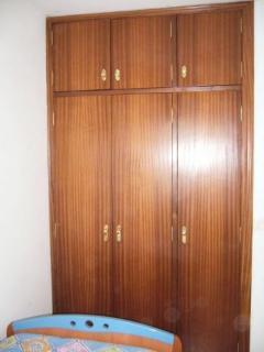 Habitación con cama nido, armario empotrado