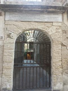 cancello di accesso al cortile