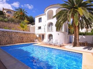 Villa Paz -  Modern villa with private pool and BBQ.