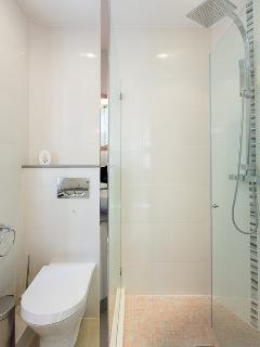 The shower room with toilets