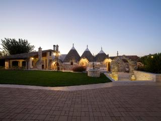 I TRULLI OTTOMANO, cluster of Trulli with Pool