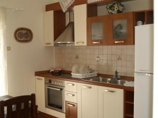 IRENE'S HOUSE, Pothia