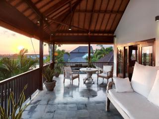 Villa Salju -Large garden, nr beach, party perfect