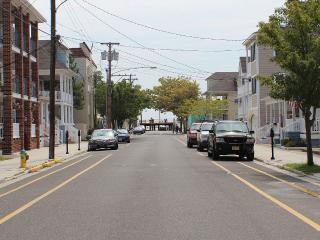 Huge 5BR/3BA Townhouse - 1 Blk to Boardwalk/Beach