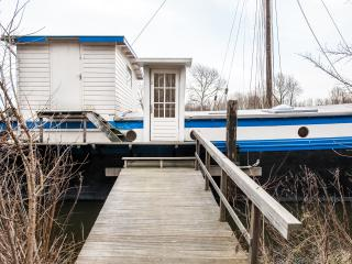 Large houseboat De Cornelia for groups and family