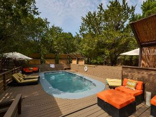 6BR Luxury Estate, Two Separate Apartments, Pool, Hot Tub, Sleeps 14, Austin