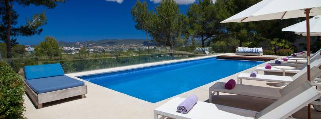 Exquisite luxury villa in Ibiza, 12p, Almerimar