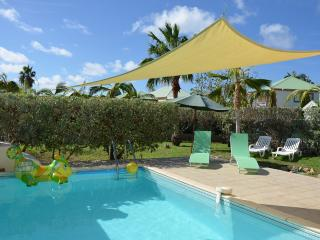 Villa orient-caraibes, spacious house at 50 yards of orient bay beach, Orient Bay